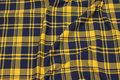 Let stræk-isoli i marine og gul klantern.
