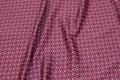 Rødlilla microsatin med lille mønster.