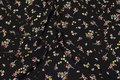 Sort kjole-micro med små blomster og diskret guld.