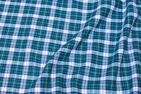 Ternet bomuldsflonel i marine, grøn, hvid