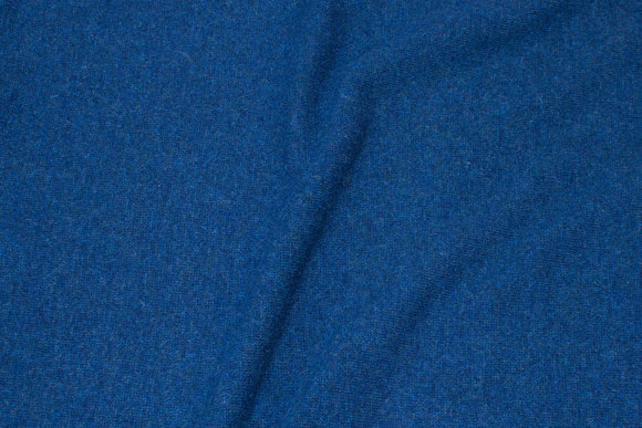 Uldstrik i mørk, støvet marineblå