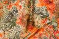 Let stræksatin i orange og oliven farver