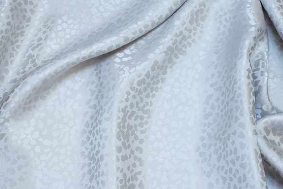 Jacquardvævet 100% silke i lys sand og grå