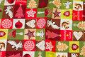 Julebomuld i grønne og røde nuancer.