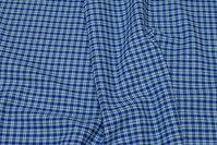 Krympebehandlet blåternet skjortestof