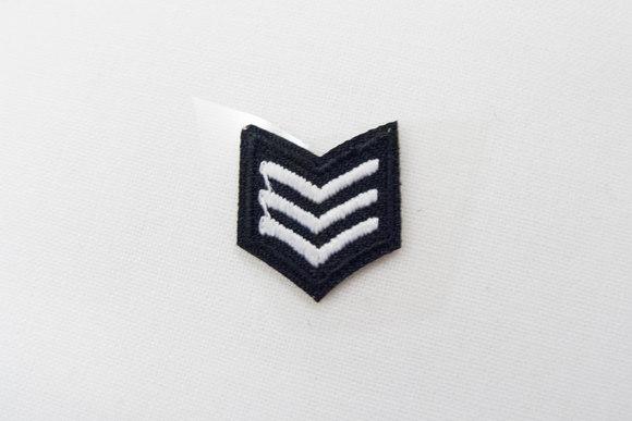 Militær vinkler sort/hvid strygemærke 1,5x1,5cm