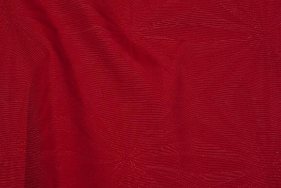 Mørk rød, teflonbehandlet textildug med præget mønster