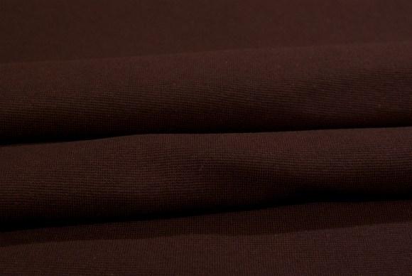 Mørkebrun ribstof i klassisk god kvalitet