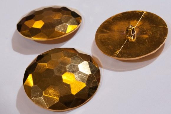 Stor flot guldknap 5,5 cm diameter