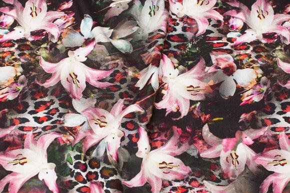 Gråsort bomuldsjersey med flotte rosa liljer
