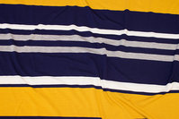 Tværstribet, let viscosejersey i gul, marine og grå