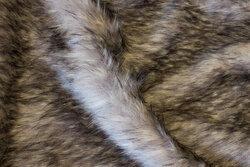 Flot, imiteret pels i grå ulvefarvet