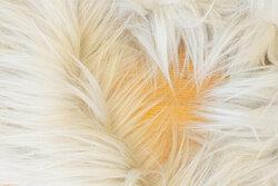 Imiteret pelsstykke i sart lysegrå ca. 20 x 150 cm