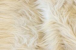 Langhåret, imiteret pels i sart lysegrå