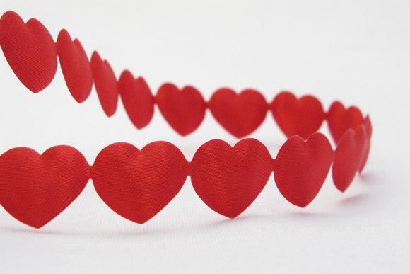 Små røde hjerter på bånd 1cm